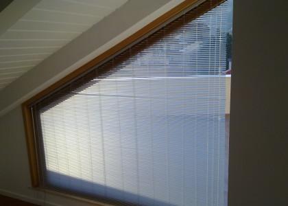 veneziana sagomata per finestra obliqua
