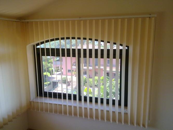 Tenda verticale per interno arredo tendaggi - Finestre ad arco ...