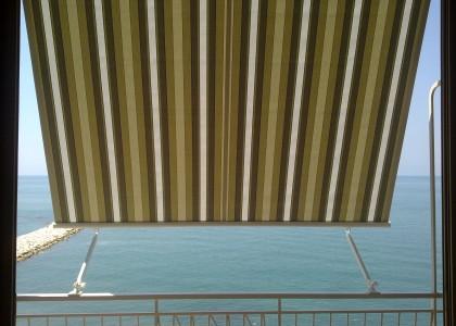 tenda a caduta con braccetti mare