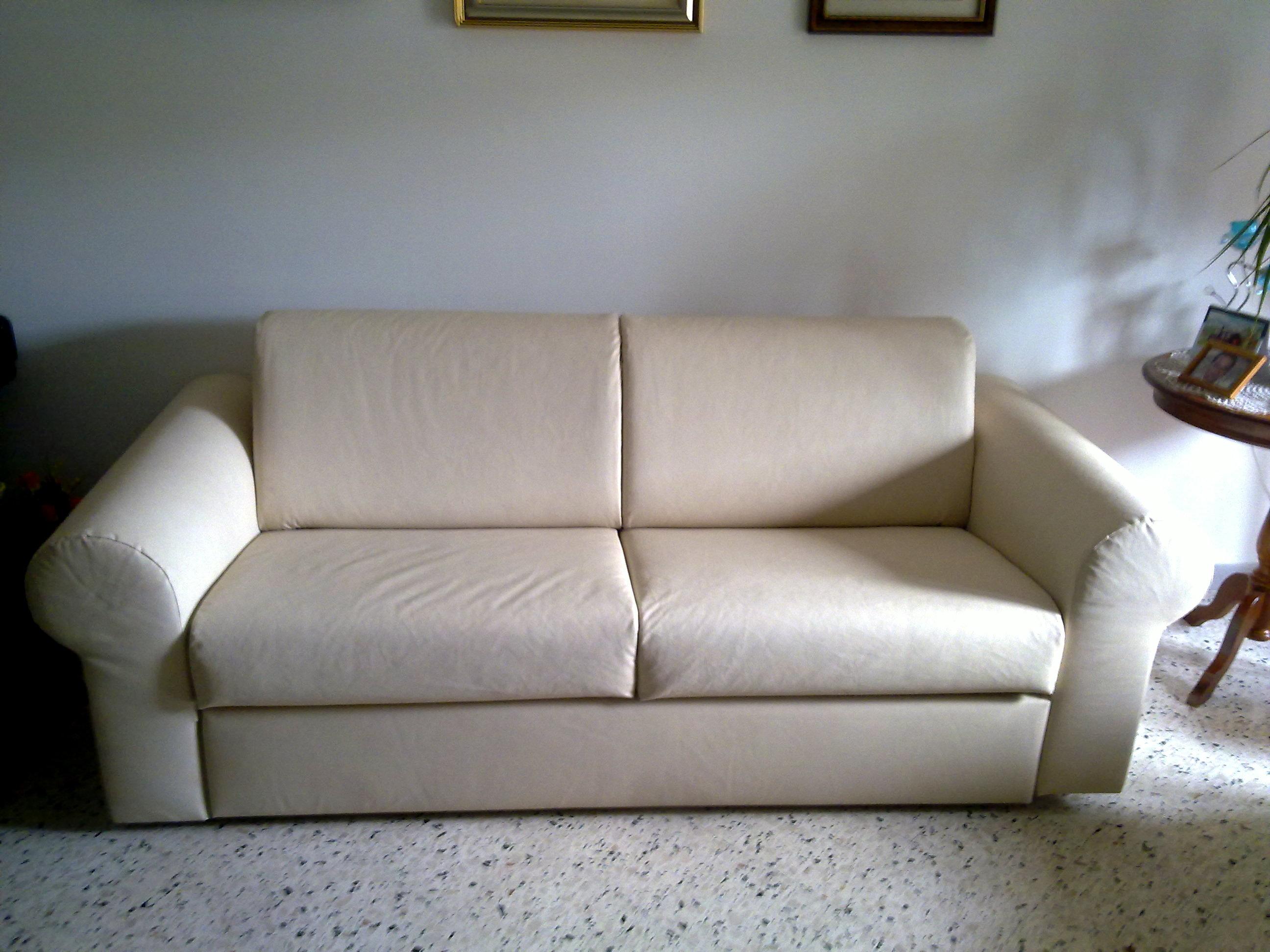 Tappezzeria divano in ecopelle arredo tendaggi - Divano ecopelle screpolato ...