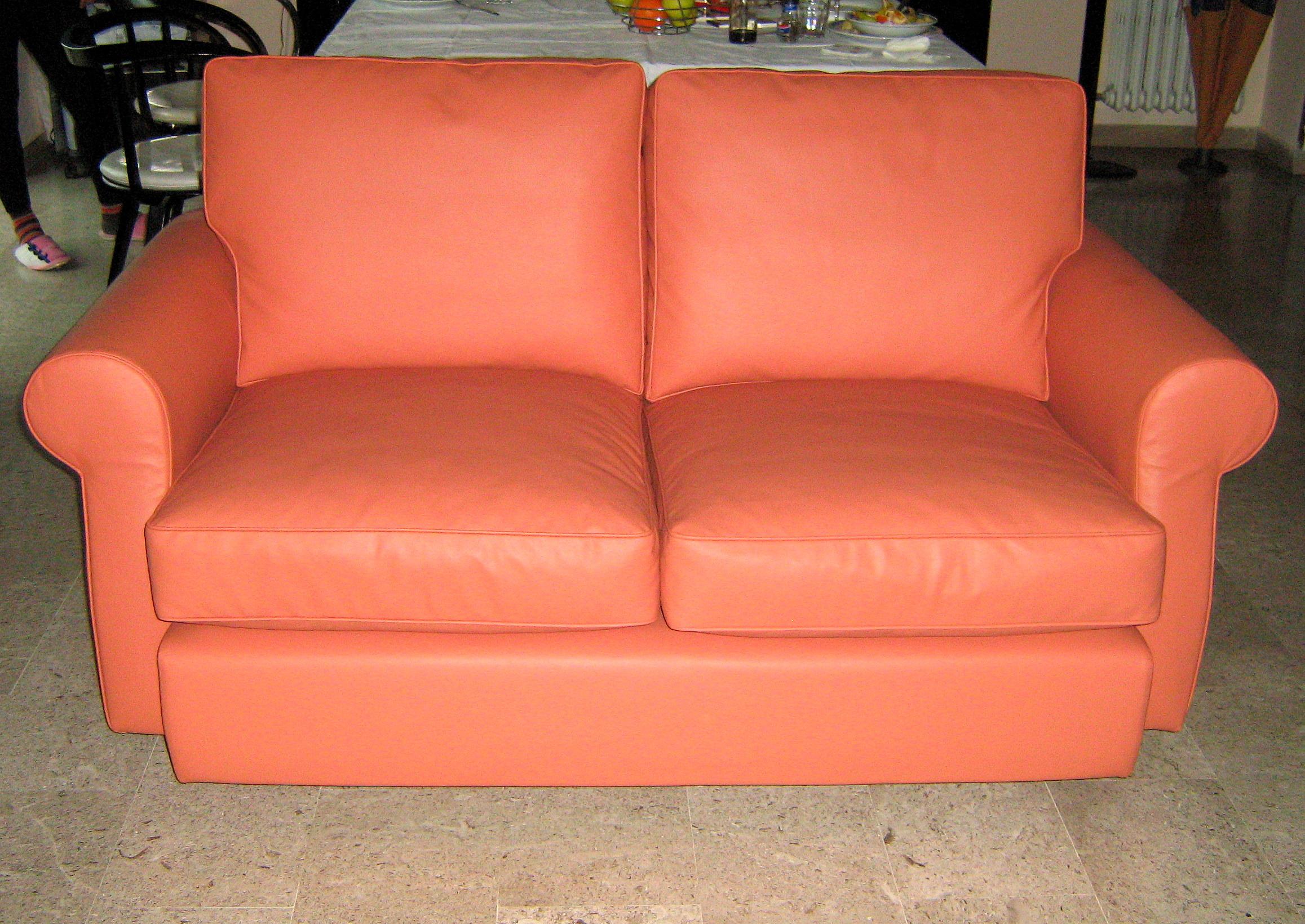 Imbottitura e tappezzeria divano in ecopelle arredo tendaggi - Rifacimento cuscini divano ...
