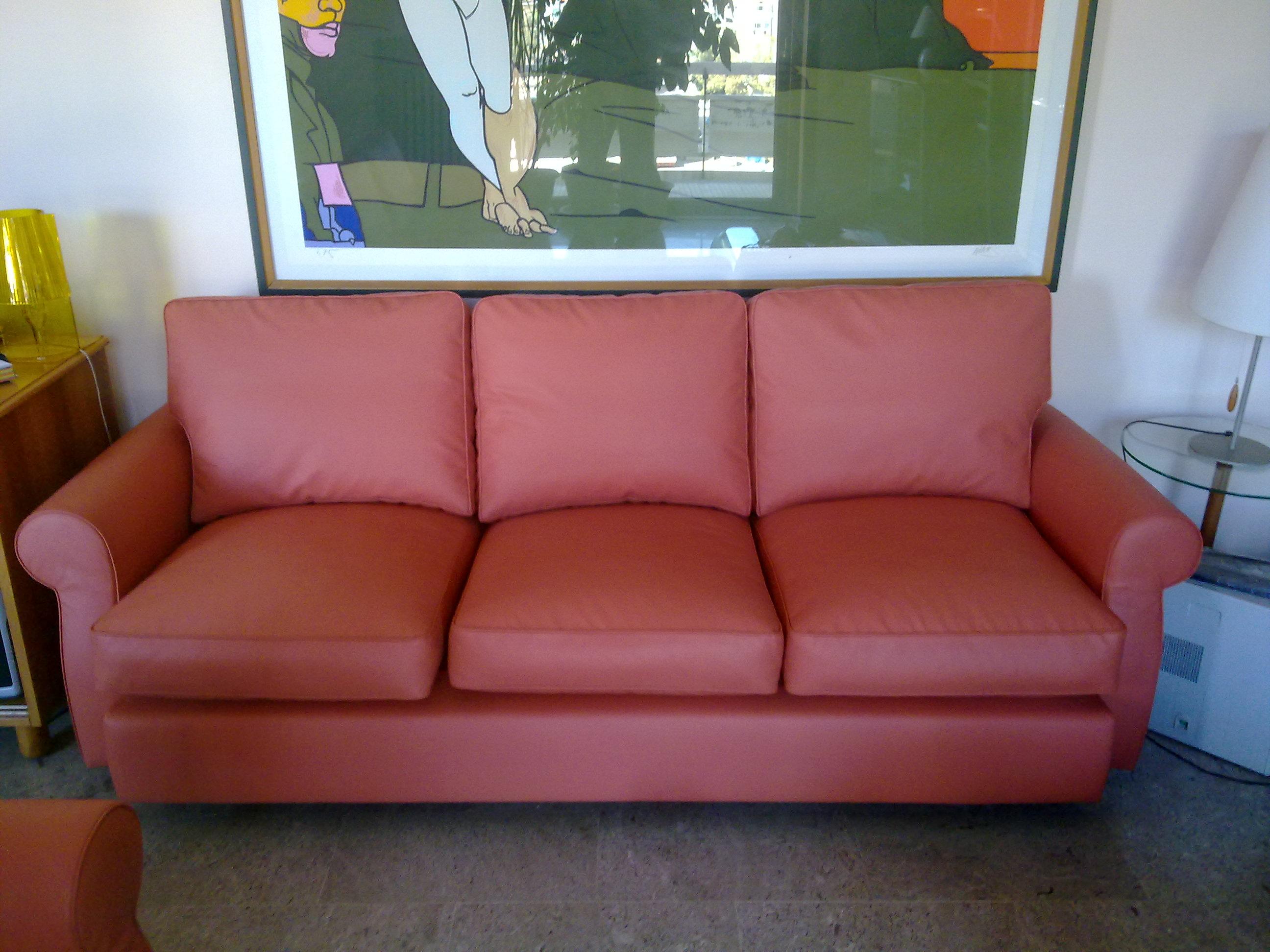 Tappezzeria divano in eco pelle con cuscini in piuma d 39 oca - Divano in pelle o ecopelle ...