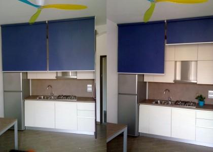 cucina dopo installazione di tende a rullo